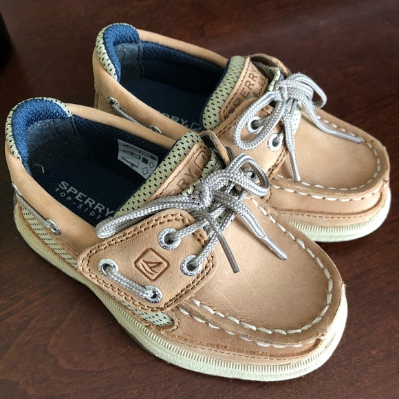 80a08eafca Never worn Sperrys!